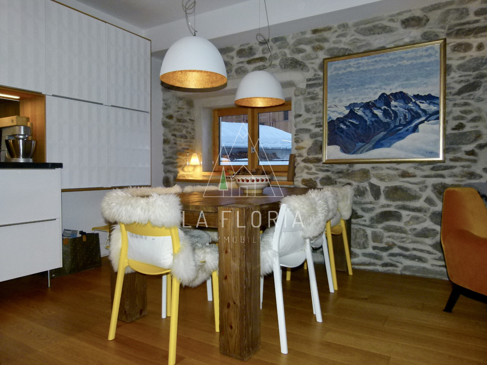 SUPERBLY REFURBISHED 3 BED / 3 BATH 104,64 m2 APARTMENT IN A FARMHOUSE, CHAMONIX