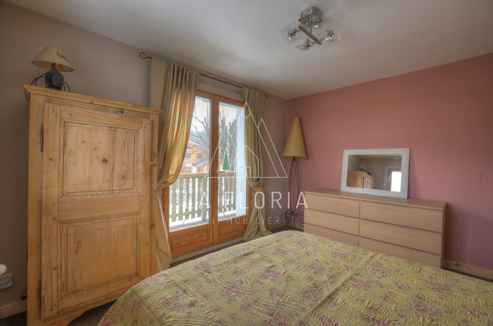UNDER OFFER / REFURBISHED HOUSE IN CHAMONIX MONT-BLANC