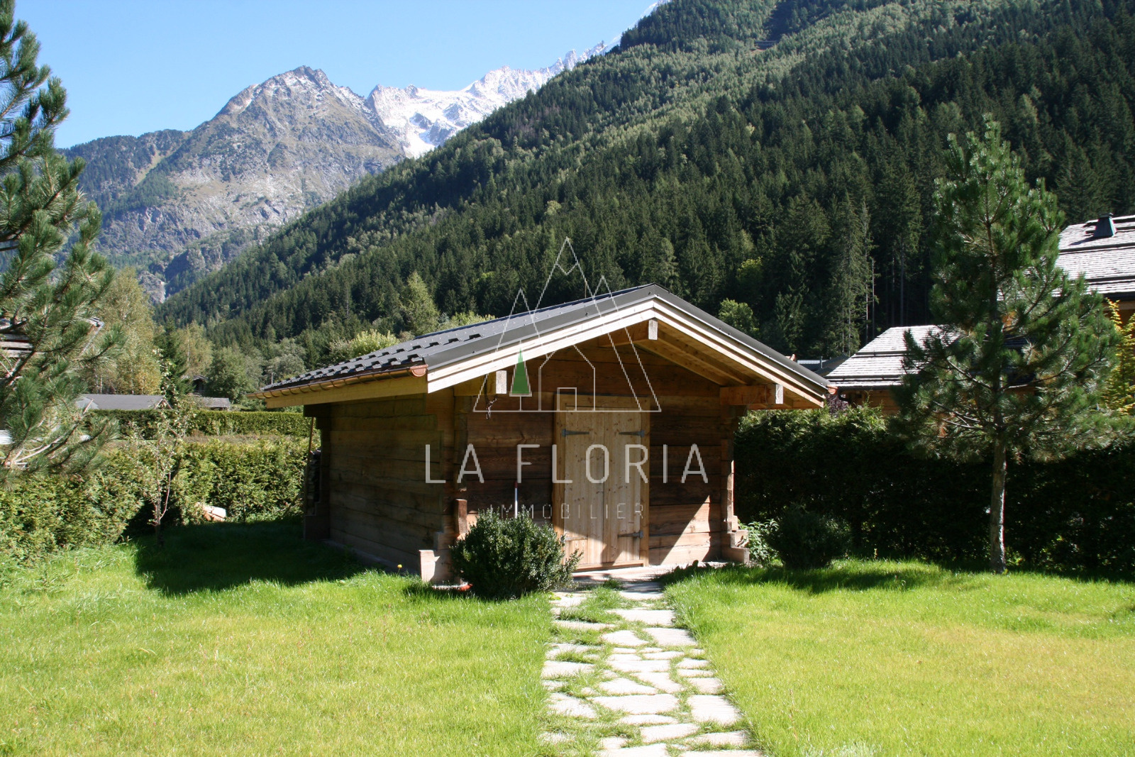 NEWLY REFURBISHED CHALET IN IDYLLIC SETTINGS, CHAMONIX