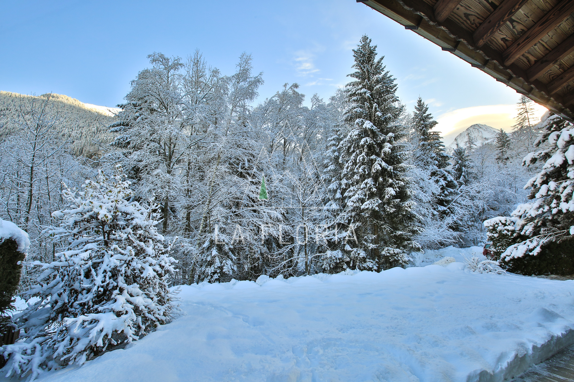 UNDER OFFER / 3 BEDROOM TURN KEY CHALET LES  HOUCHES
