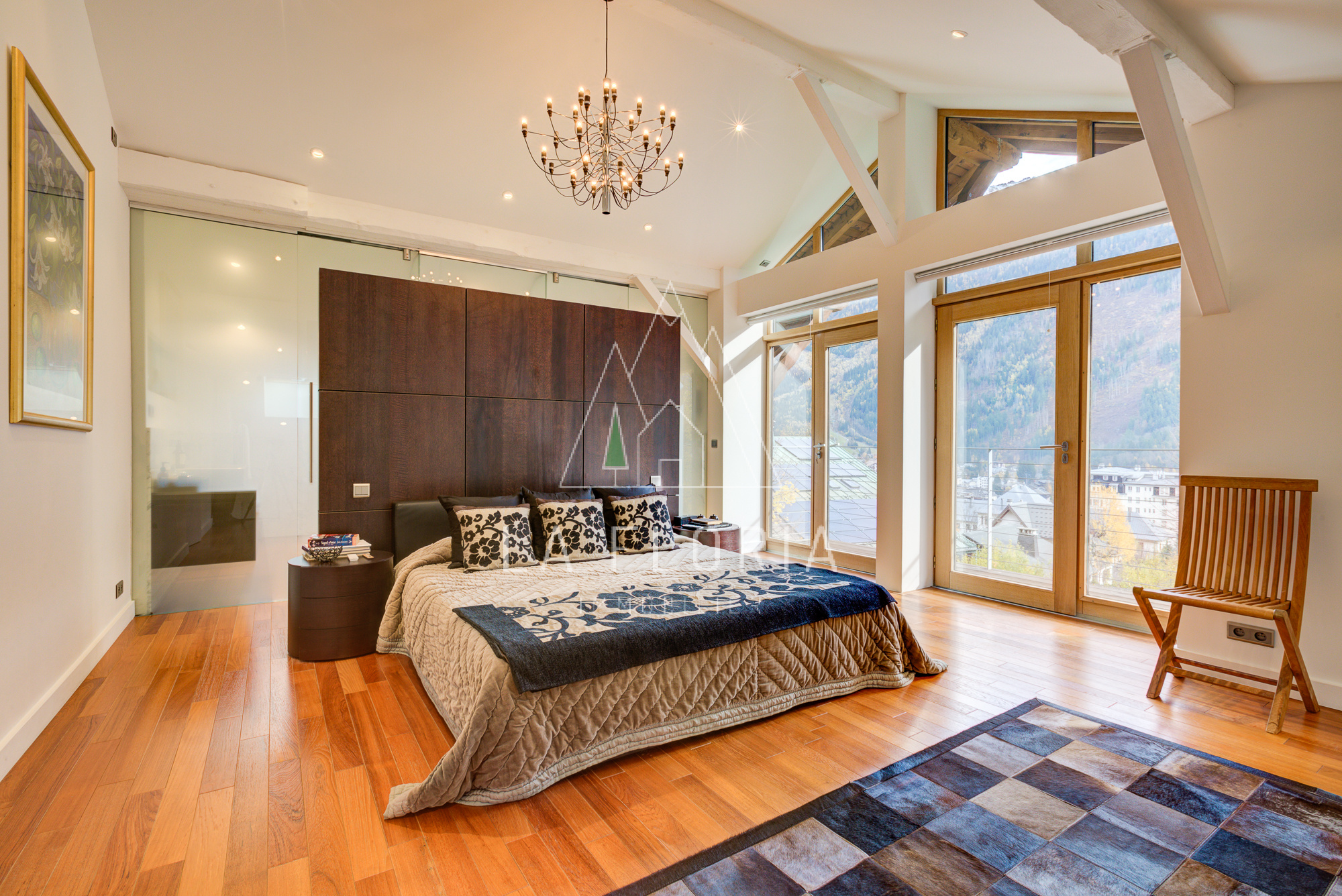 UNDER OFFER / LUXURY 7 BED CHALET BREVENT CHAMONIX