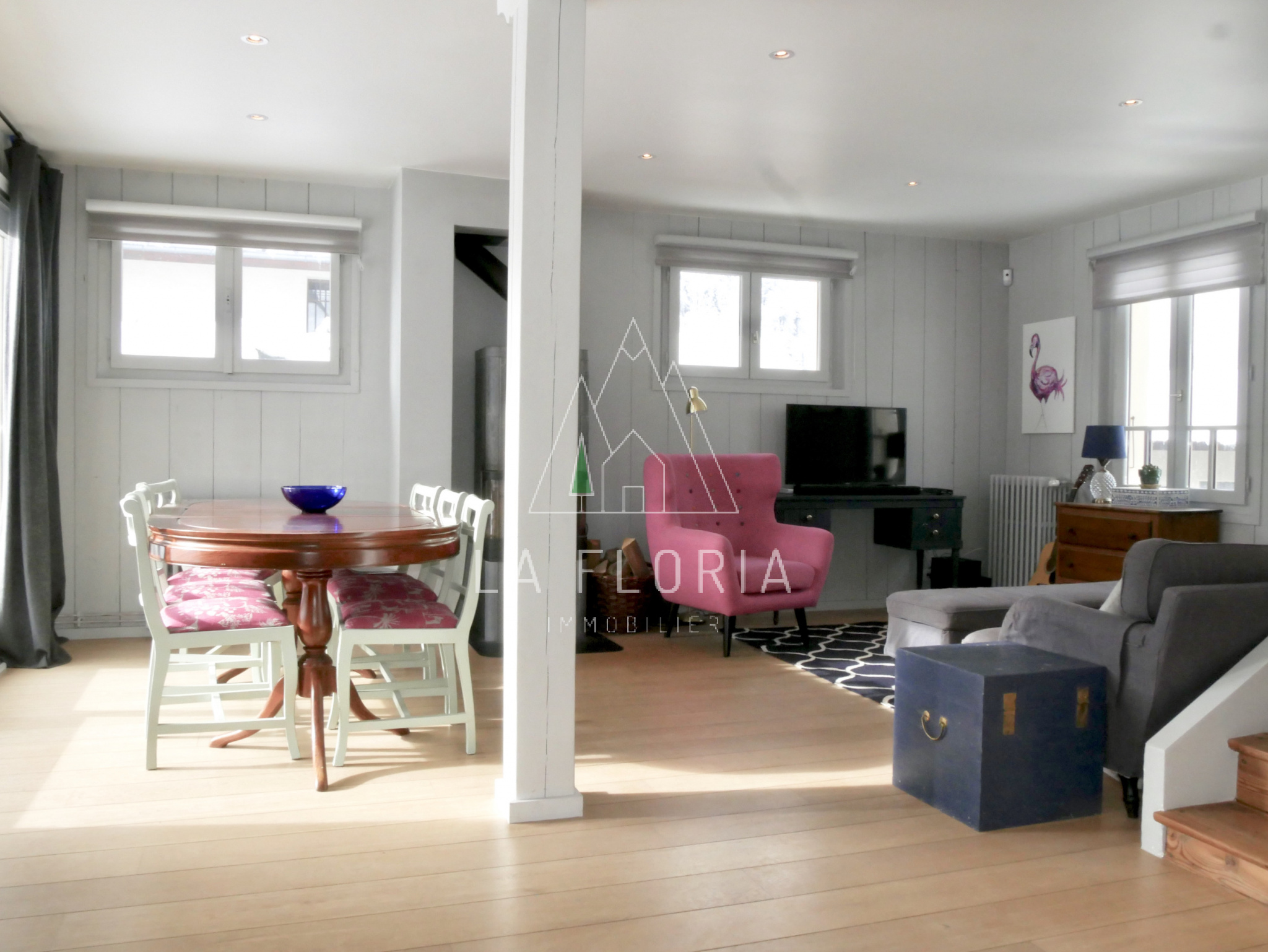 UNDER OFFER / FULLY RENOVATED HOUSE WITH INDEPENDENT APARTMENT