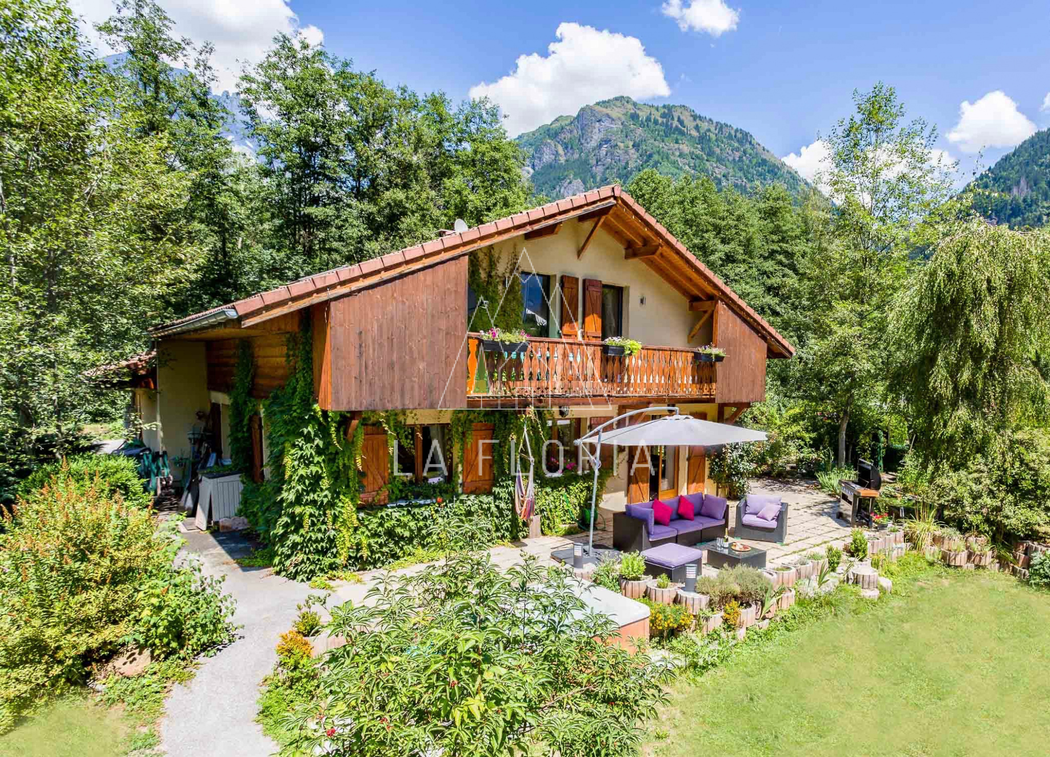 5 BEDROOM FAMILY HOUSE LES HOUCHES