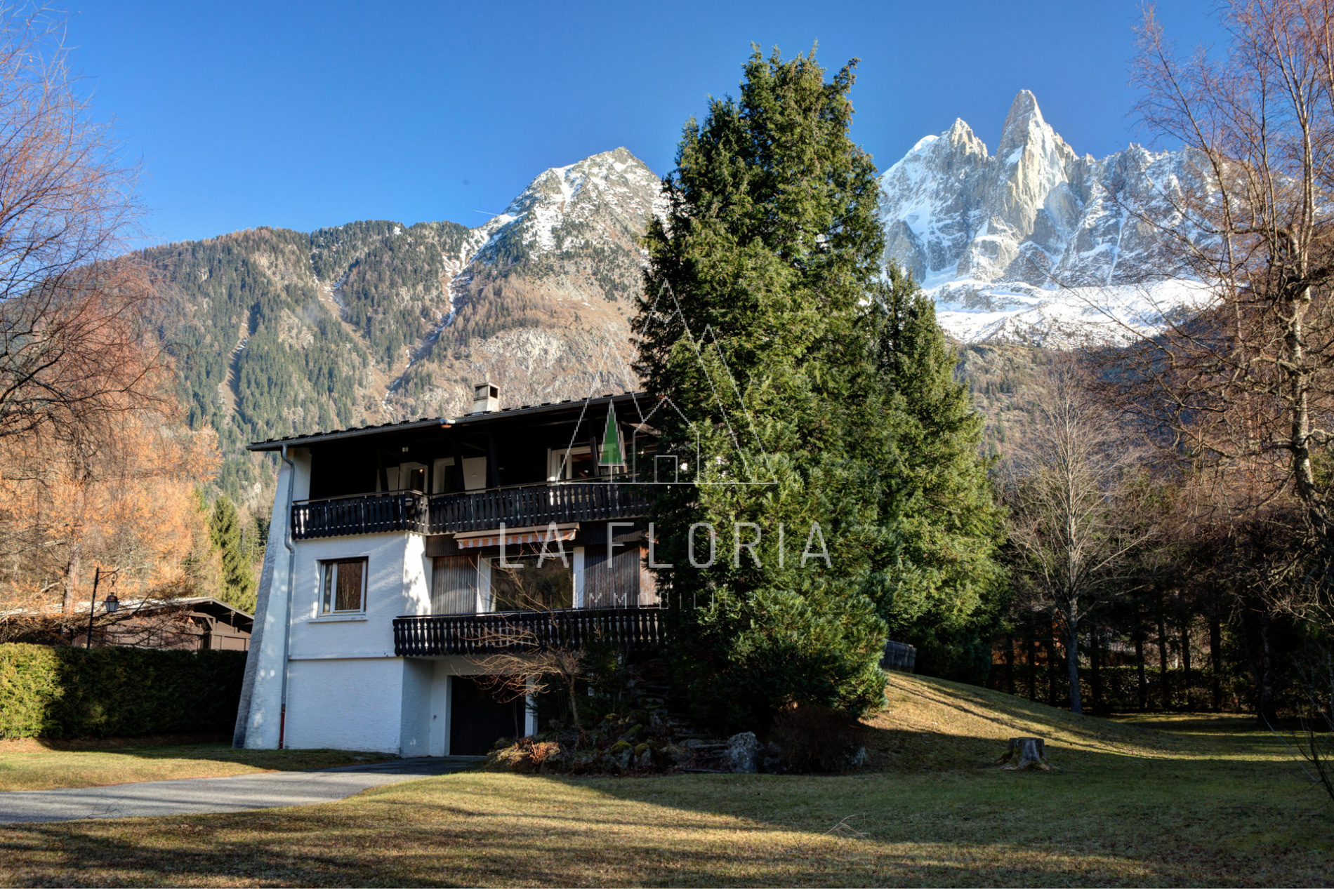 GRAND CHALET ET POSSIBILITE D'EXTENTION, CHAMONIX LES BOIS