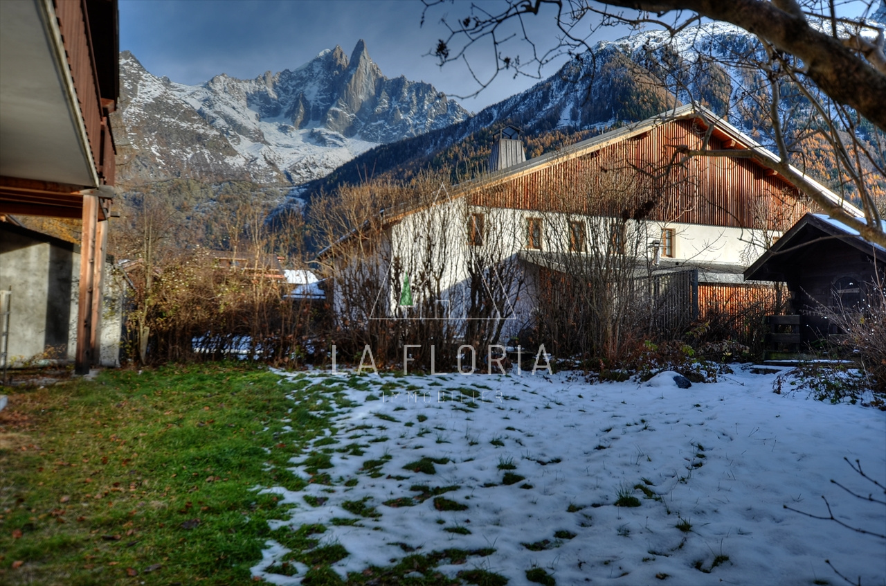 UNDER OFFER / CHALET WITH COMMERCIAL PREMISES, CHAMONIX LES PRAZ