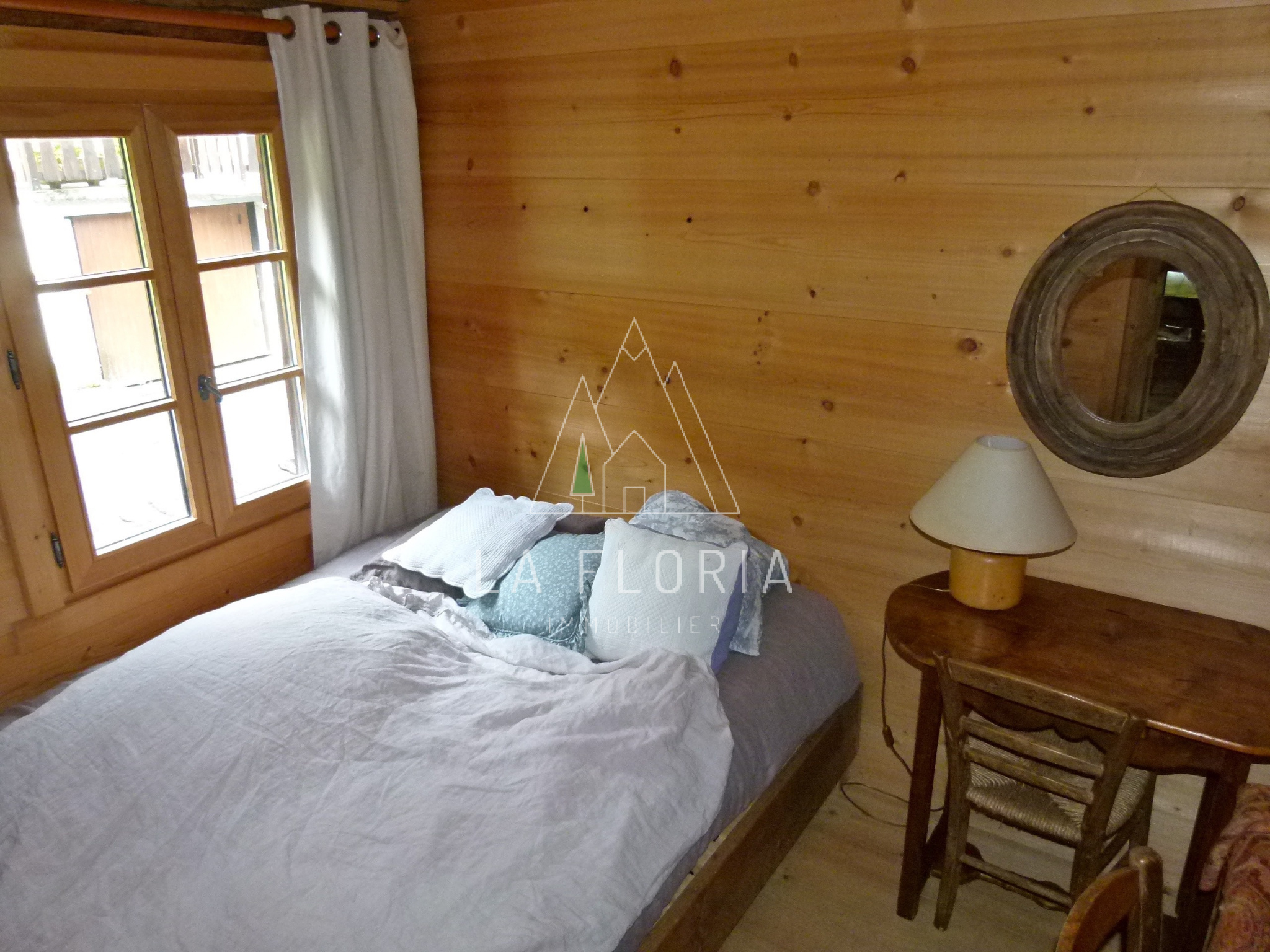 HUGE  6 BEDROOM TRIPLEX WITH CELLAR AND GARDEN IN QUIET AREA, LES HOUCHES