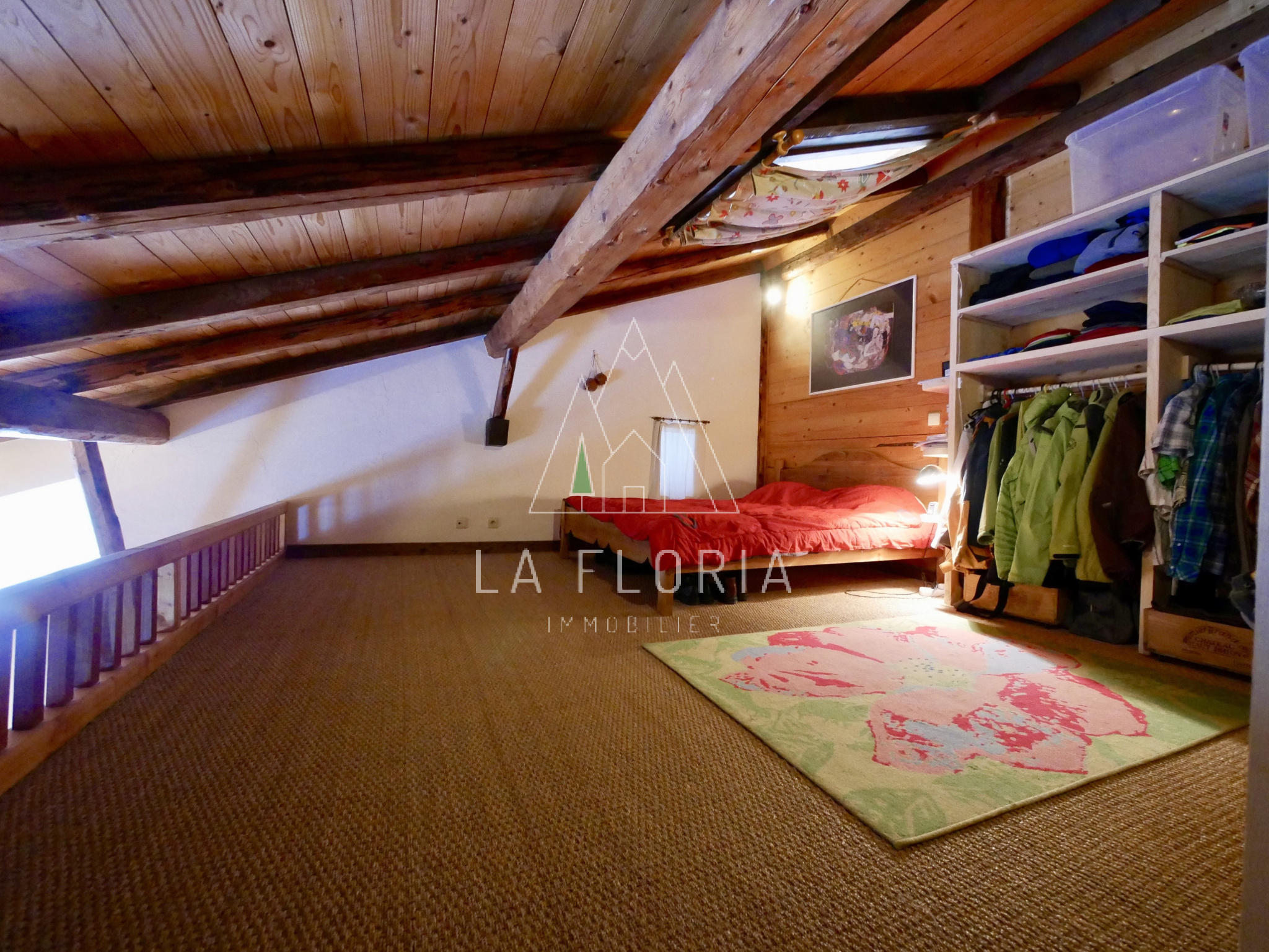 SEMI DETACHED FARM CURRENTLY ORGANIZED AS 3 APARTMENTS, RESIDUAL BUILDING RIGHTS FOR A CHALET, CHAMONIX NEAR GRANDS MONTETS