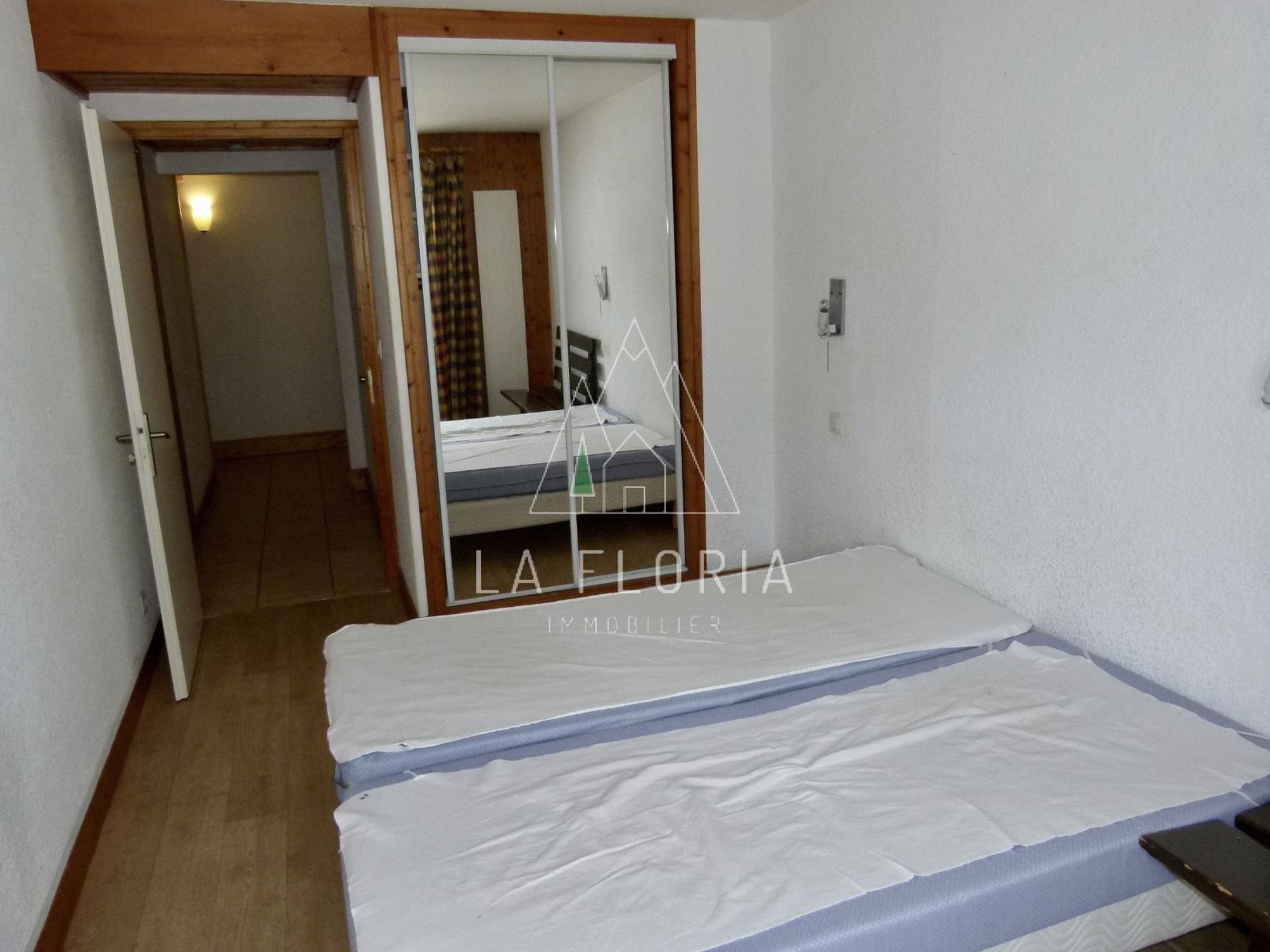 ROOMY 2 BED / 2 BATH APARTMENT, CHAMONIX LES PRAZ