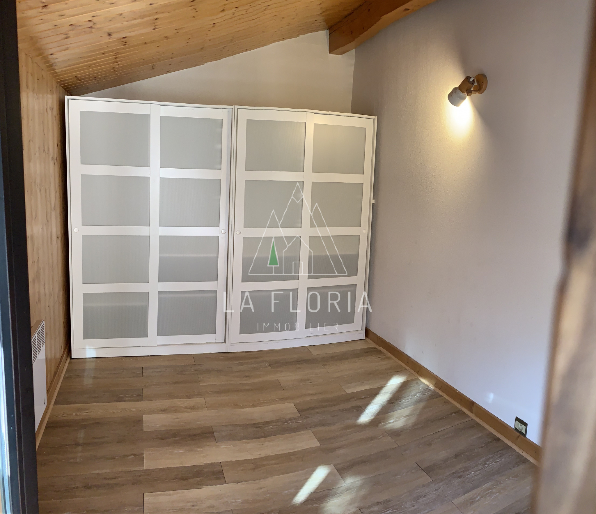UNDER OFFER / TWO BEDROOM TOP FLOOR APARTMENT, LES HOUCHES