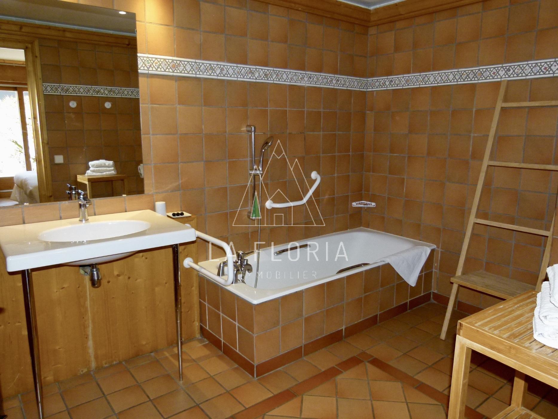 APPARTEMENT T2 45 m2 REZ DE JARDIN DANS RESIDENCE PRISEE, CHAMONIX CENTRE