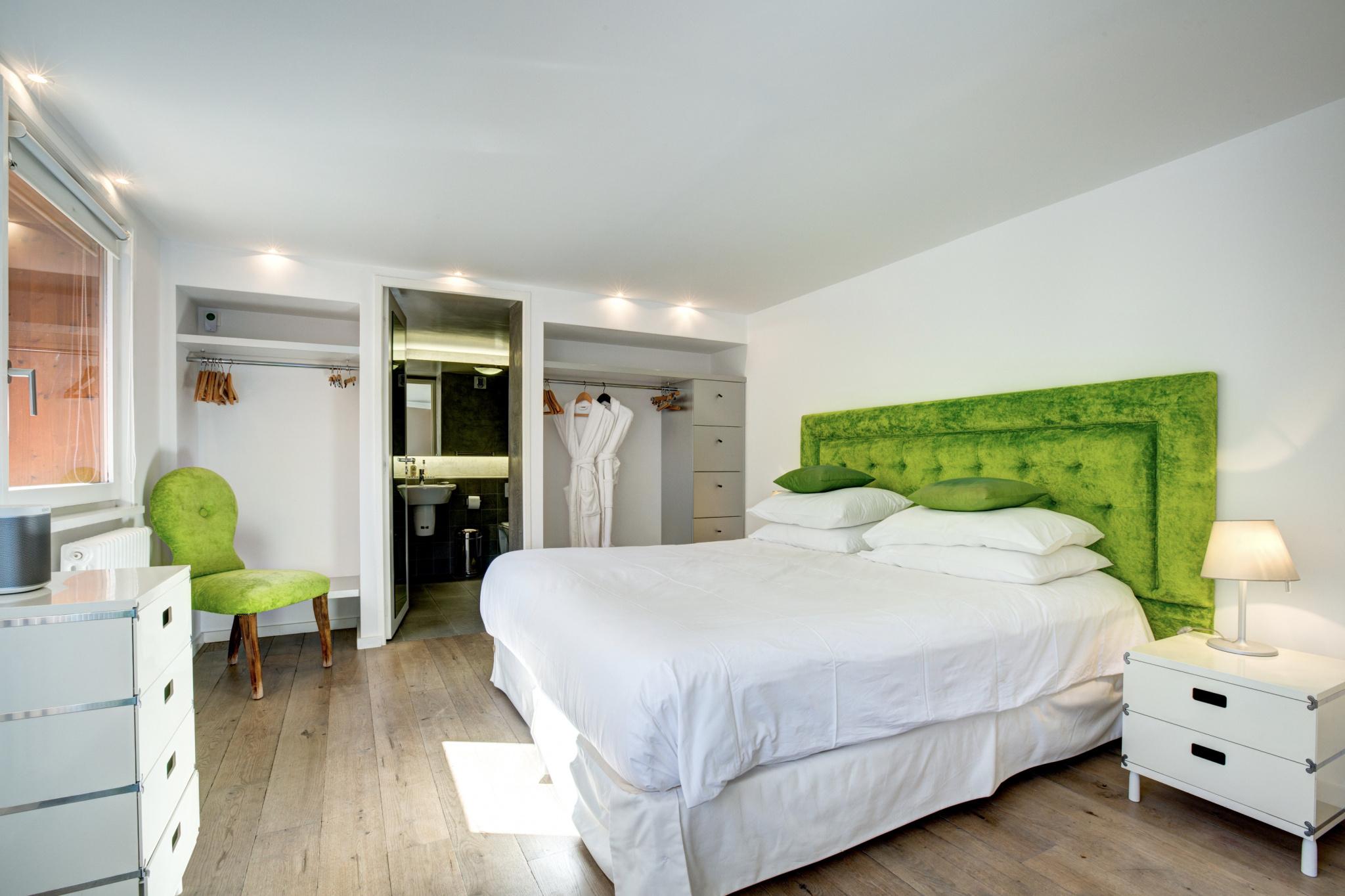 OUTSTANDING 6 BED LUXURY CHALET, CHAMONIX LES NANTS