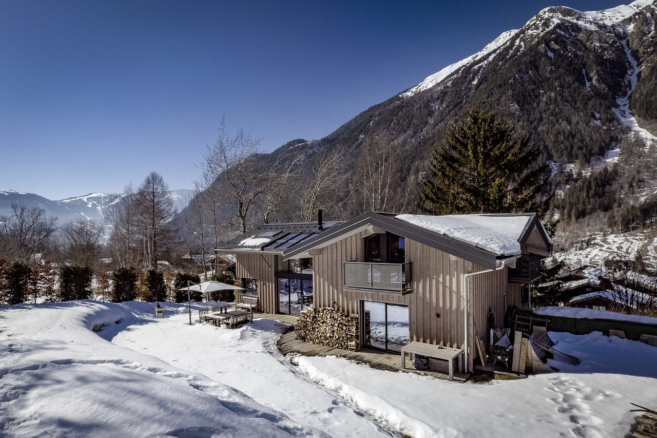 CONTEMPORARY CHALET WITH AMAZING VIEWS, CHAMONIX
